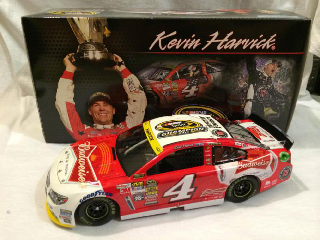 2014 Kevin Harvick #4 Budweiser Sprint Cup Champ 1:24 Diecast Car